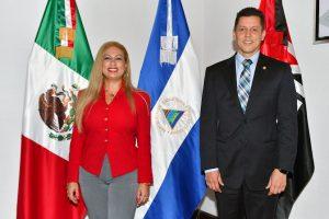 Nahiry Silwany, responsable de Promoción Internacional del Intur, y Juan Carlos Gutiérrez Madrigal, embajador de Nicaragua