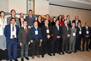 Armando Cheng (arriba, sexto de izquierda a derecha) con directivos de TAITRA y representantes de cámaras de comercio mexicanas