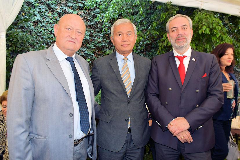 Valentín Petrov Modev, Suporadip Chakma y Zurab Eristavi, embajadores de Bulgaria, Bangladesh y Georgia, respectivamente