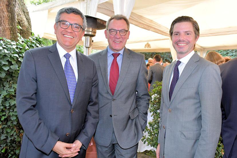 Julio Garro, Peter Tempel y Antoine Evrard, embajadores de Perú, Alemania y Bélgica, respectivamente
