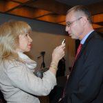 Wendy Coss, entrevistando a Yariv Levin, ministro de Turismo de Israel