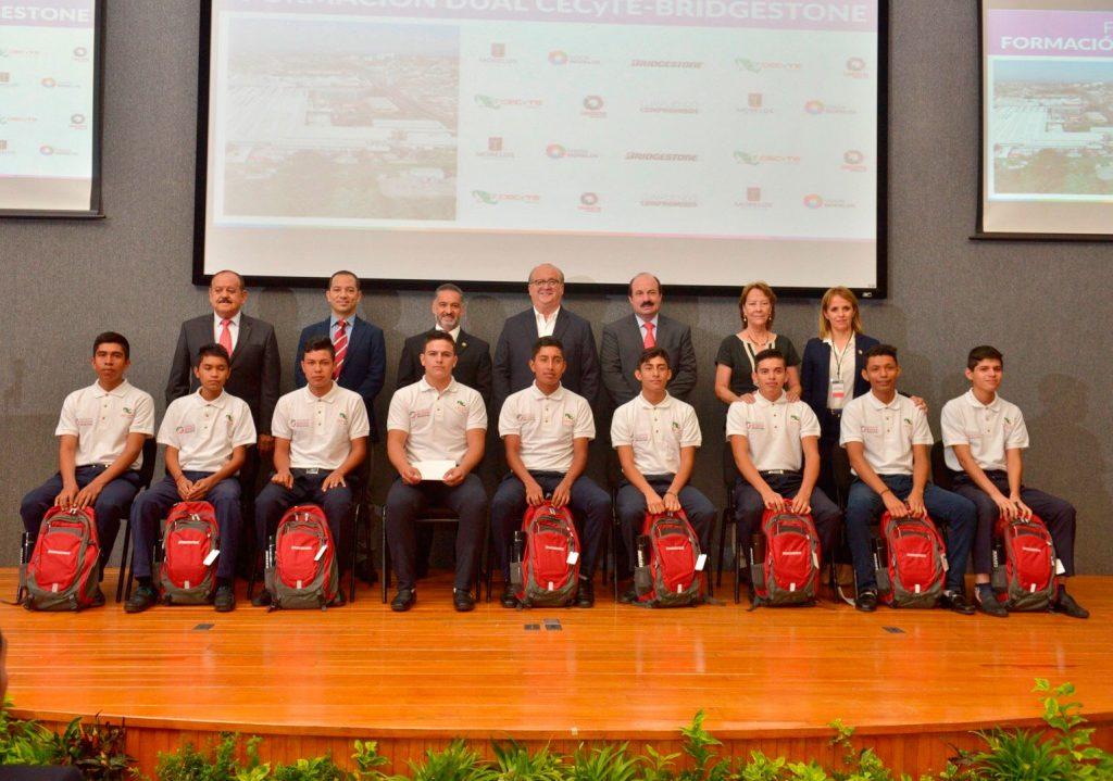 Impulsan Morelos y Bridgestone formación de estudiantes