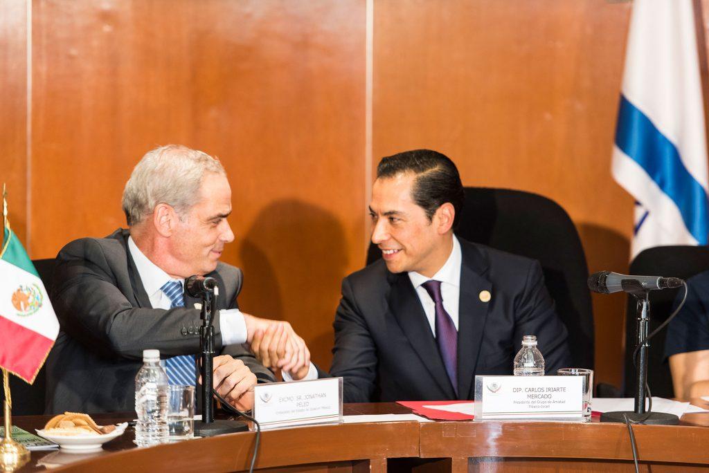 El embajador de Israel en México, Jonathan Peled, y el diputado Carlos Iriarte