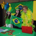 Alegoría brasileira: Carolina Nagy, Mariana Barragán y Antonio Tonis