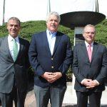Abdulkarin Mansoor Obeidat, embajador de Jordania; Leonardo Arizaga Schmegel, embajador de Ecuador, y Evagoras Vryonides, embajador de Chipre