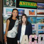 Siriporn Nimmanop, esposa del embajador de Australia y presidenta de la ACD, con la alumna María del Pilar Carrera