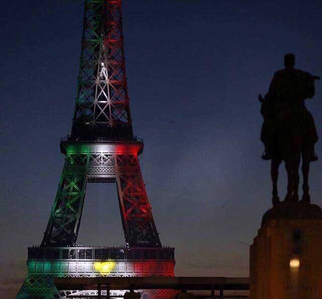La Torre Eiffel estuvo alumbrada por los colores de la bandera de México