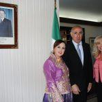 Farida y Rabah Hadid con Wendy Coss.