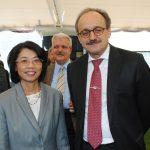 Rommanee Kananurak, embajadora de Tailandia, y Klaus Rudishhauser, embajador de la Unión Europea.