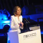 Arianna Huffington regaña a periodistas y motiva a futuros líderes