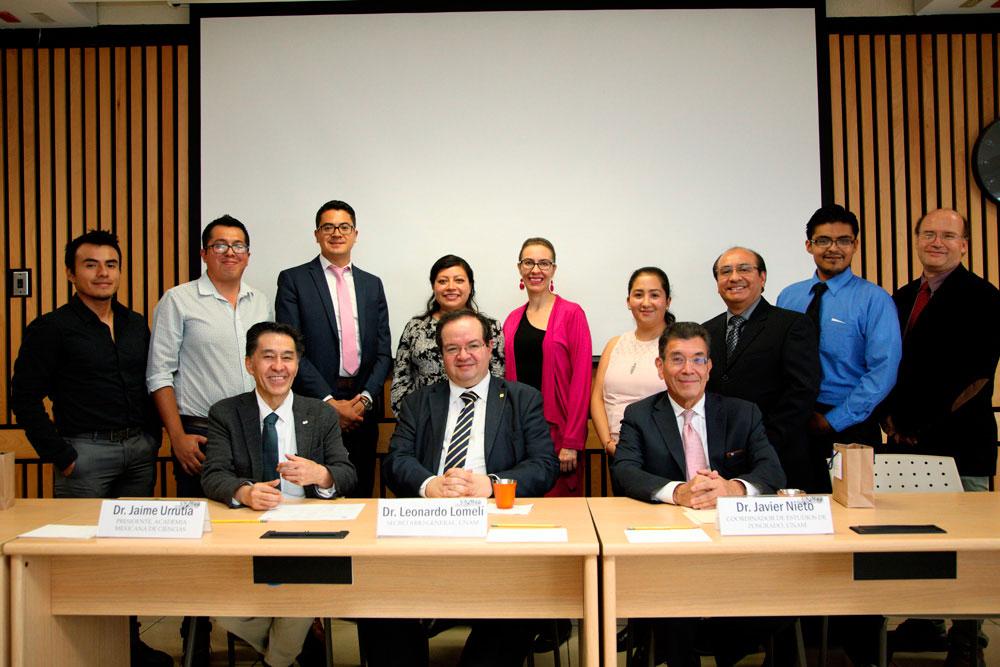 Jaime Urrutia, Leonardo Lomelí y Javier Nieto presentaron a los estudiantes de doctorado de la UNAM que viajarán a Australia. Foto: AMC/Elizabeth Ruiz Jaimes
