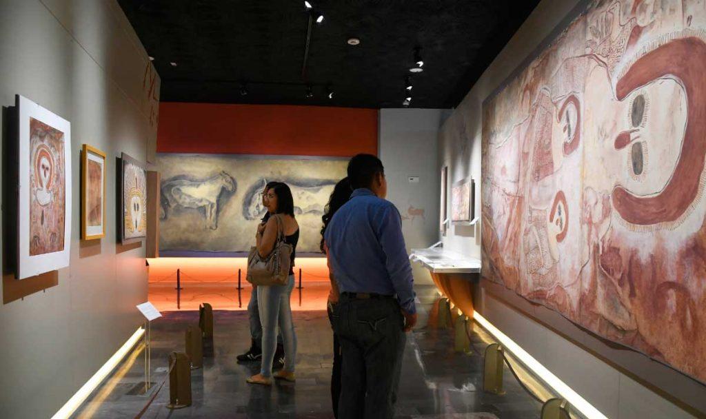 Huellas del paso de la humanidad por la Tierra en expo de arte rupestre