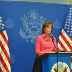 Roberta Jacobson, embajadora de Estados Unidos, ofreció un breve discurso donde reconoció el avance de la democracia en su país
