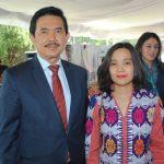 Yusra Khan, embajador de Indonesia, y su esposa, Yesfira Yusra