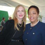 Therese Margolis y Sandra Annita Grant Griffiths, embajadora de Jamaica