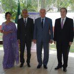 Nandita Chakma y su esposo, Supradip Chakma, embajador de Bangladesh, con Héctor Hermosillo y Alfonso de María y Campos