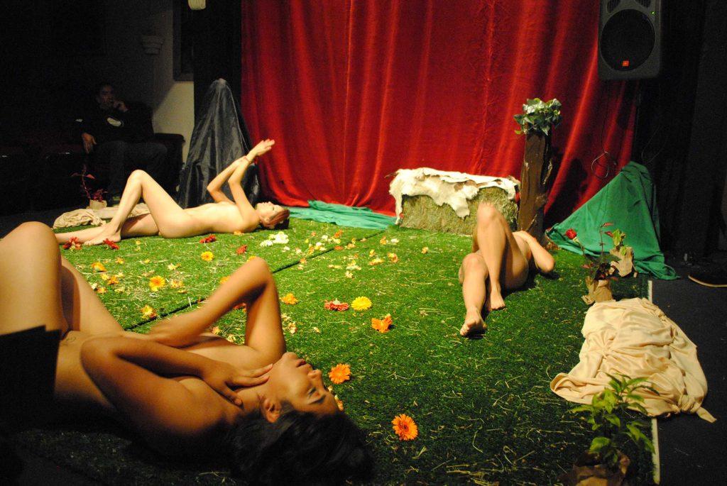 Sexy Yetz Sw, Miss Cerezo y Danna Barzagli, son Blanca, Nora y Pupa. Revista Protocolo Copyright©