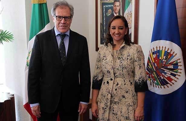 El secretario general de la OEA, Luis Almagro Lemes, y la canciller de México, Claudia Ruiz Massieu