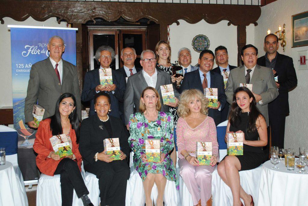 Diplomáticos y periodistas, convocados por Protocolo, disfrutaron de la cata del ron Flor de Caña.