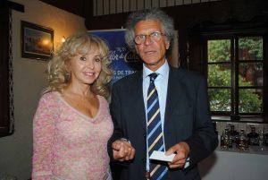 Wendy Coss y Luigi Macotta, embajador de Italia