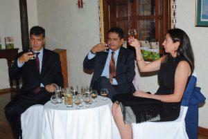 Federico Lamont, Alden Rivera, embajador de Honduras, y Arlene Zavala.