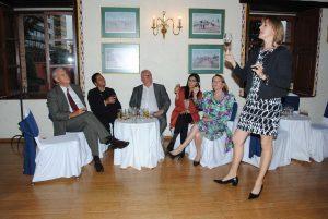 Cristina Casado Gerente internacional de Ron Flor de Caña, impartiendo la cata