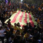 Cataluña se declara independiente; España se resiste a aceptar