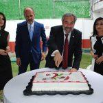 Equipo de la Embajada de Georgia partiendo el pastel de 25 años de relaciones diplomáticas de México y Georgia. Revista Protocolo Copyright©