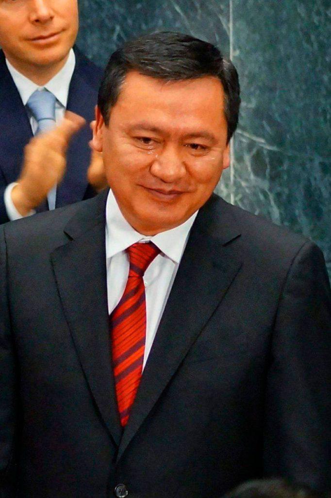 Con un llanto discreto, Miguel Osorio Chong concluyó su cargo al frente de la Segob. Fotografía: cortesía de Carlos Santiago