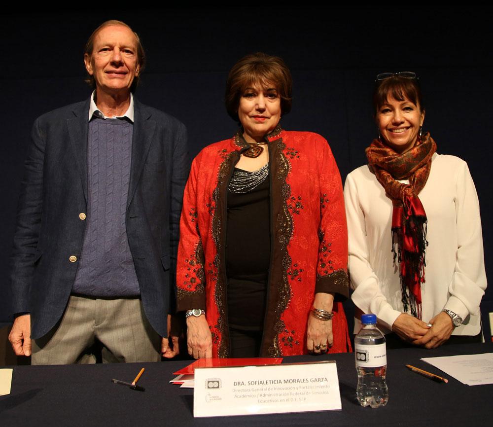 La ceremonia de entrega de diplomas estuvo encabezada por Carlos Bosch, Sofía Leticia Morales y Silvia Romero. Foto: AMC / Luz Olivia Badillo
