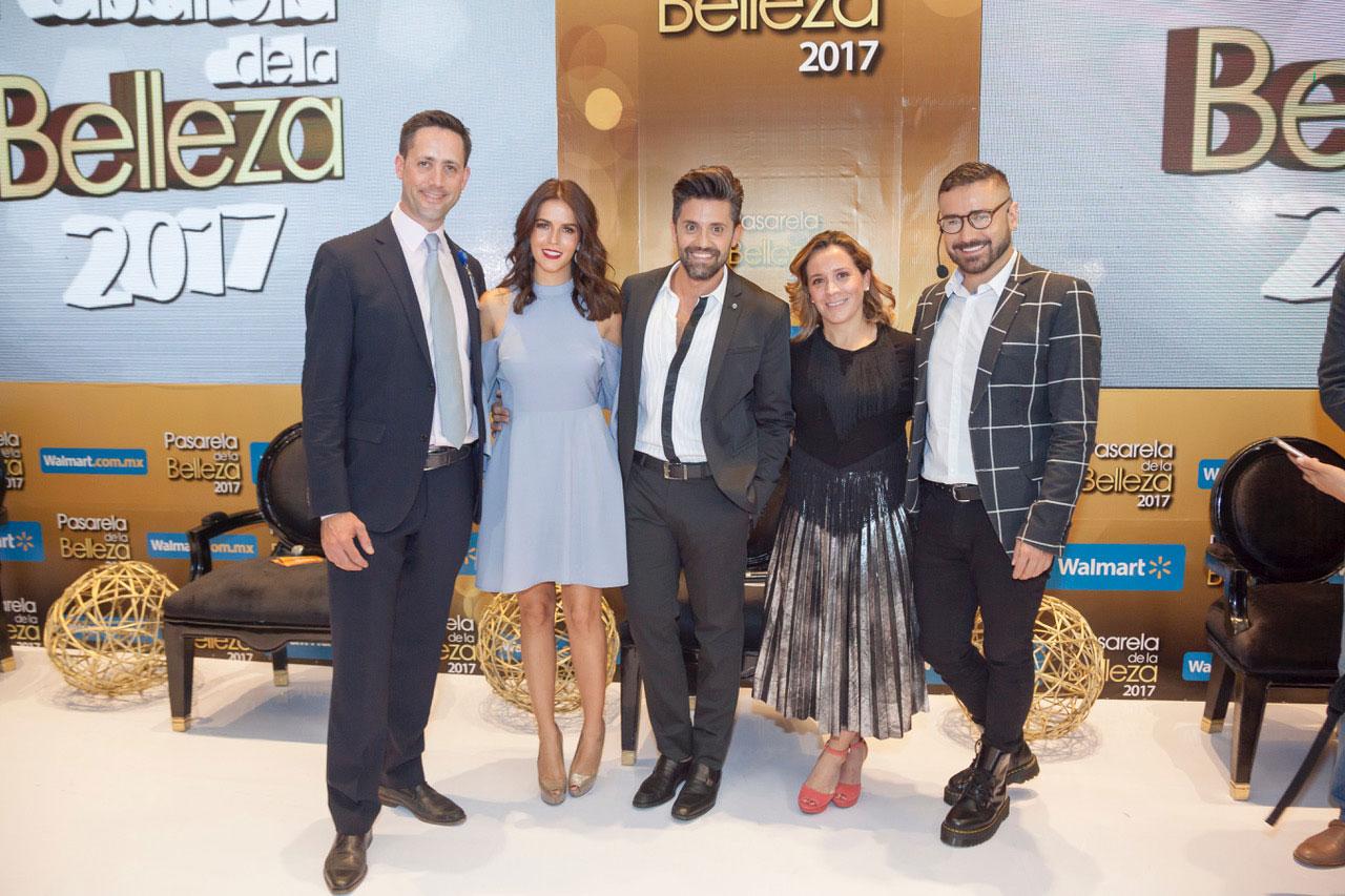 Santiago Gallo, director de mercadotecnia de Walmart Supercenter México; Claudia Álvarez, Gabriel Samra, Paulina Soto y José Labastida