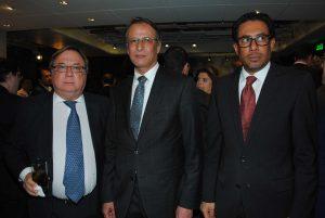 Daniel Chuburu, embajador de Argentina; Muteb Saleh, embajador de Kuwait, y Ahmed Barghash, embajador de los Emiratos Árabes Unidos