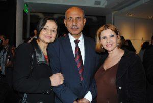 Mohamed Saadat, embajador de la Delegación Especial de Palestina, y su esposa, con Anaïs de Melo