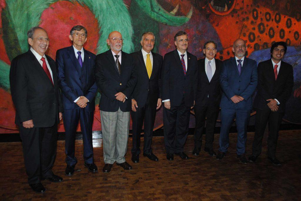 Directivos de Crónica y galardonados con el Premio Crónica 2017. Revista Protocolo Copyright©