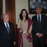 Luis Varela, cónsul honorario de Pakistán en Costa Rica; Ayesha Haque y su esposo, Aitzaz Ahmed, embajador de Pakistán