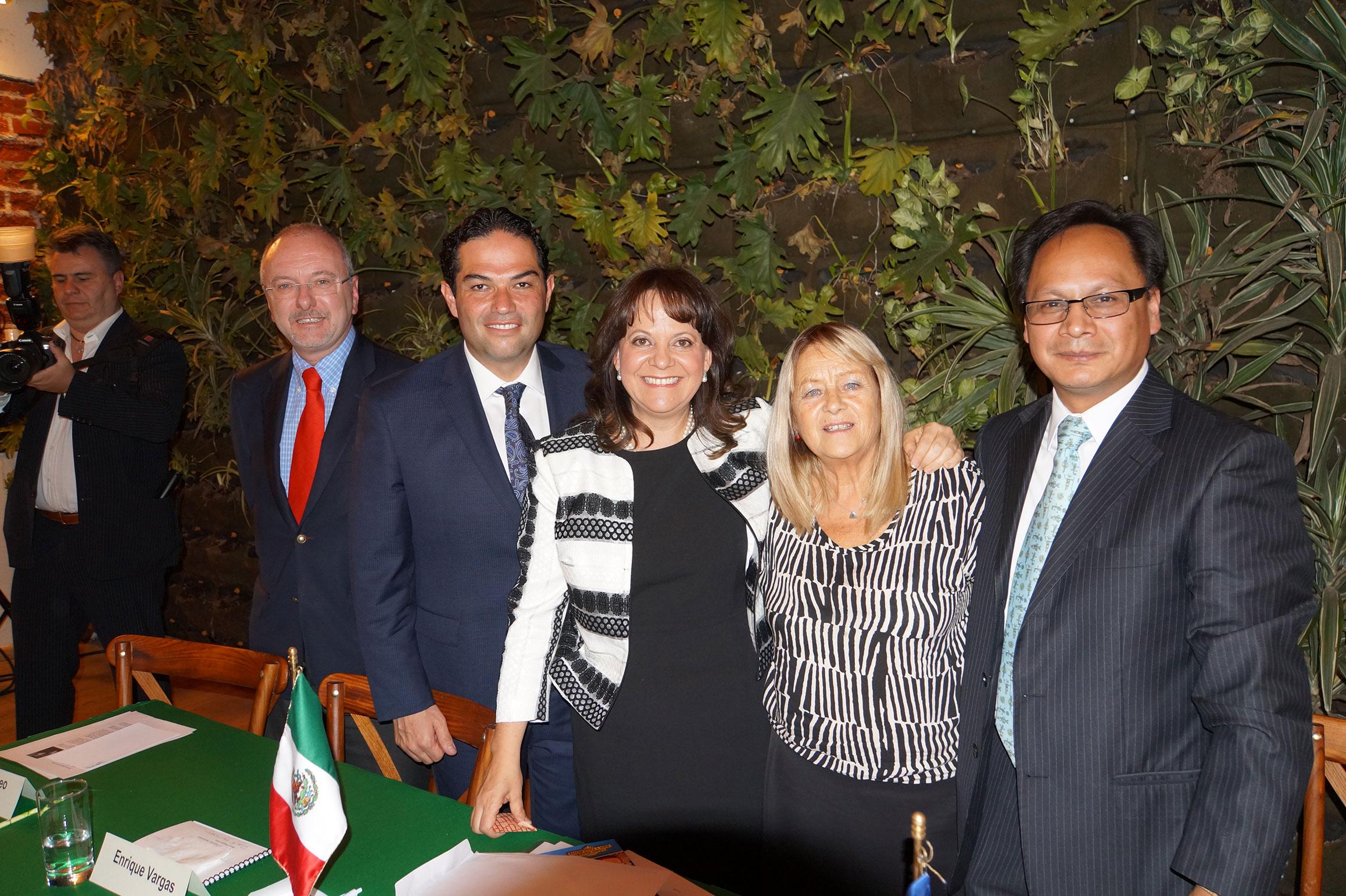 Javier Lareo, Enrique Vargas, Martha Delgado, Alicia Aloro y Zark Vauhlosky