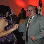 Manuel Ricardo Pérez González, embajador de Panamá, muy feliz, se animó a bailar a ritmo de merengue