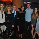 Andrea Weber y Wendy Coss, con Louis Jose Omar Touron, embajador de Suiza; su esposa, Elyse, y sus hijos Cameron, India y Jade Touron