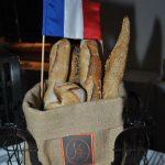 Pequeñas banderas de Francia lucieron en diferentes aspectos de la fiesta nacional de este país