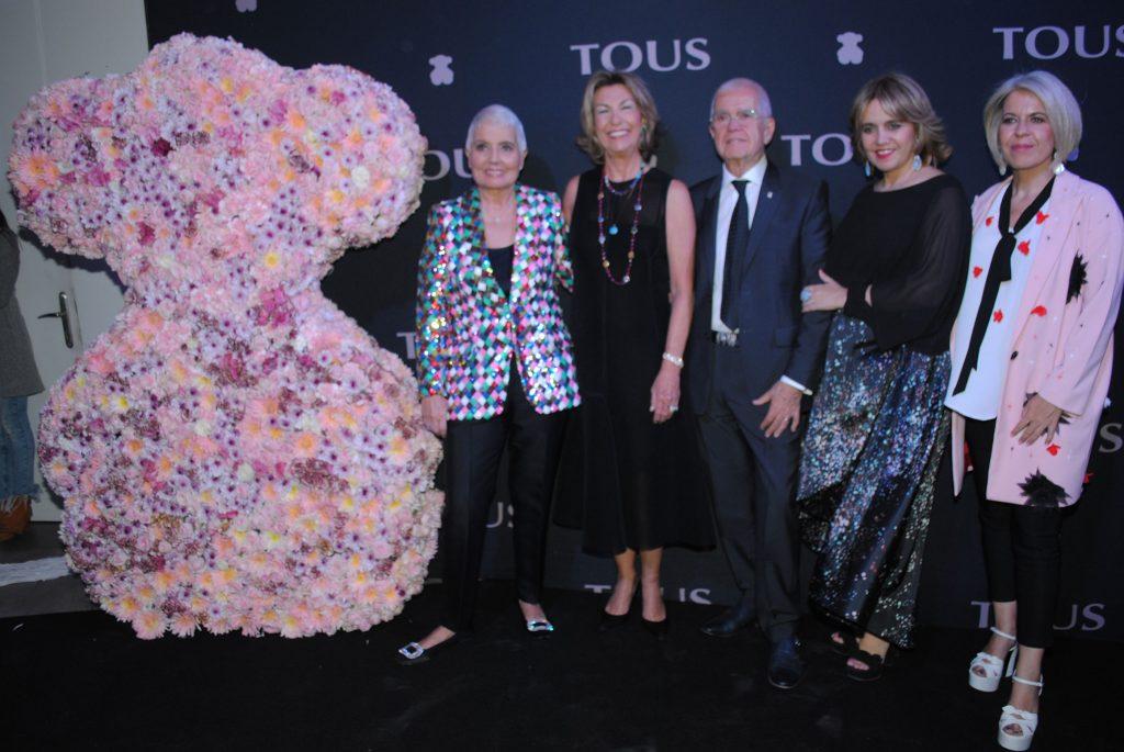 Gloria Oriol, María Teresa Arango, con Salvador, Rosa y Alba Tous. Revista Protocolo Copyright©