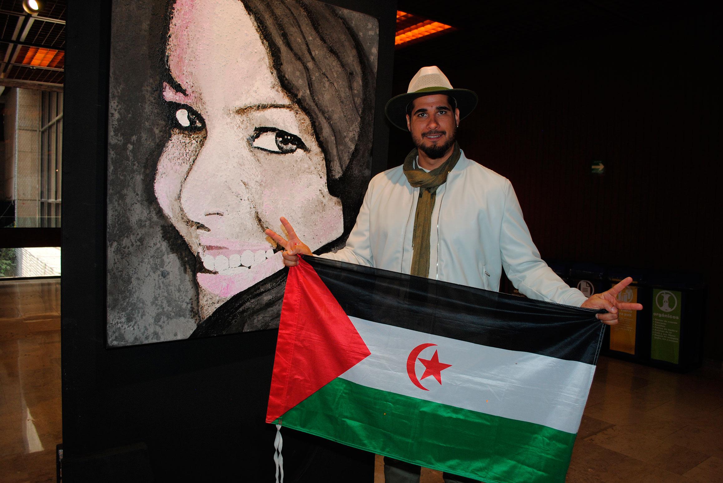 Antonio Velázquez Abdallahy, presentó su exposición Saharauis: los ojos del reflejo del alma. Foto propiedad de la revista Protocolo Copyright©