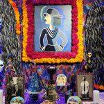 Exhiben altar para honrar a diseñadores de moda