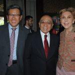 Beeho Chun, embajador de la República de Corea; Sergio Ley y Mireya Terán. Revista Protocolo Copyright©