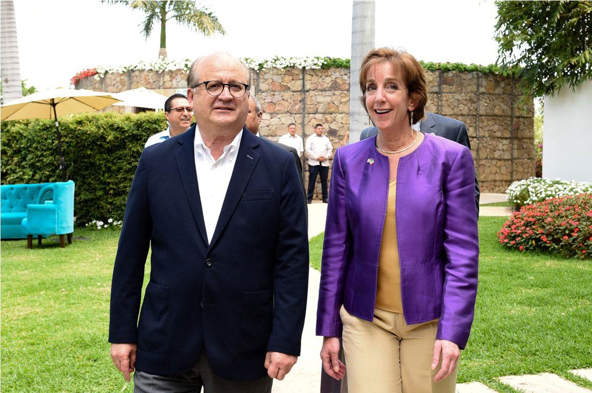 El gobernador de Morelos, Graco Ramírez, y la embajadora de Estados Unidos en México, Roberta Jacobson