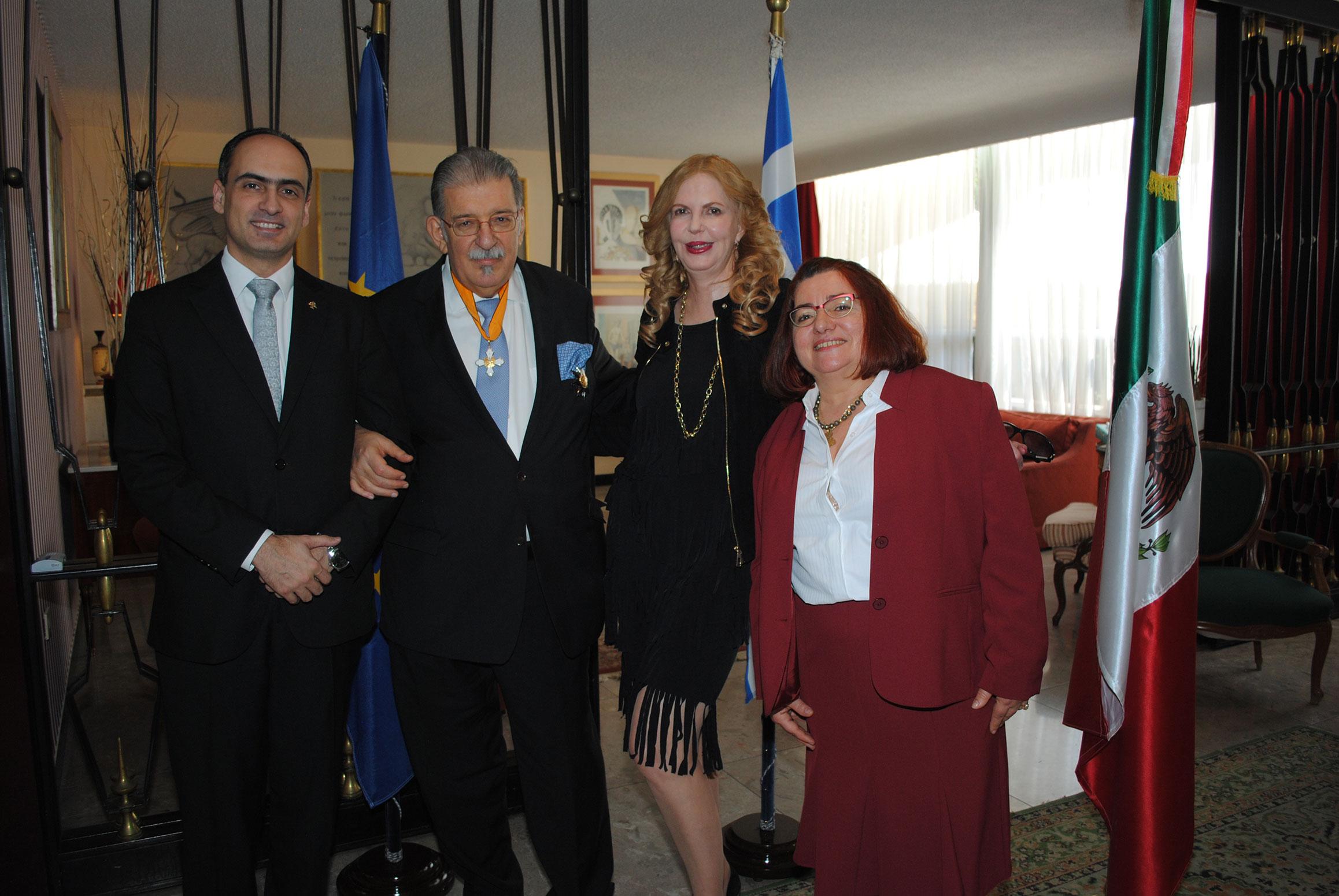 Rudy El Azzi, Petros Panayotopoulos, embajador de Grecia; Therese Margolis y Alexandra Zoi