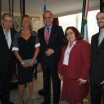 Petros Panayotopoulos, embajador de Grecia; María Martorell y su esposo, Jorge Roza de Oliveira, embajador de Portugal; Alexandra Zoi y Harris Laftsidis