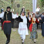 Un grupo de danza griega amenizó la celebración