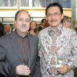 Mohammad Taghi Hossini, embajador de Irán, y Yusra Khan, embajador de Indonesia
