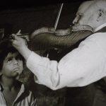 Yanco (México, 1961) cuenta la historia de un niño indígena (Ricardo Ancona) quien decide seguir a un viejo violinista (Jesús Medina) para aprender a tocar el instrumento
