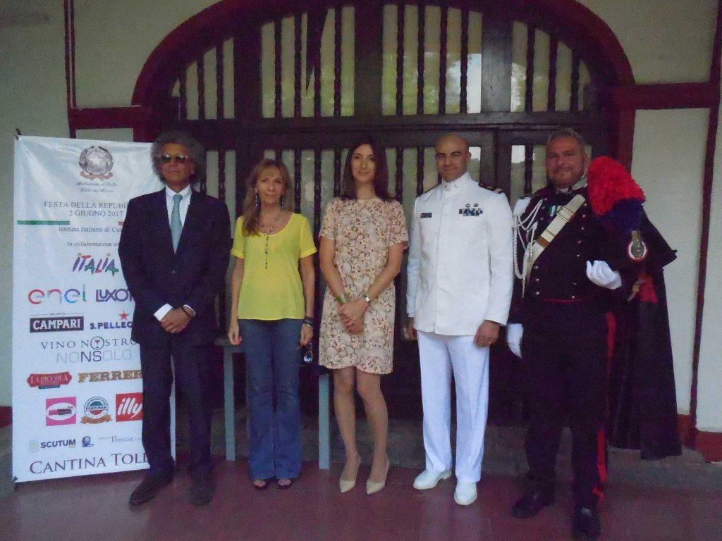 Luigi Maccotta, embajador de Italia, con su esposa, Loredana Maccotta; Francesca Blazone, Antonio Mottola y Stefano Loi
